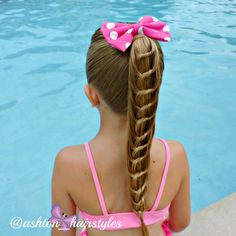 Beautiful knotted ponytail is perfect for a summer day.