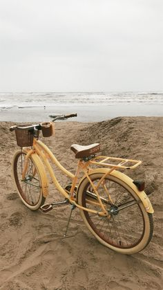Bike 🚲 - Bike Aesthetic, Biker Shorts Outfit and Bike Art. Beige Aesthetic, Aesthetic Vintage, Aesthetic Photo, Aesthetic Pictures, Photo Wall Collage, Picture Wall, Yellow Flower Photos, Bike Photography, This Is A Book