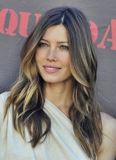 Wedding hair does not require hours of preparation, keep it simple by the beach with inspiration from Jessica Biel's Ombré Hair