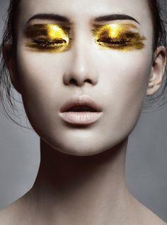 - stroke brush of gold -