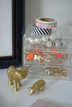 spray paint animals gold as decorations, love it