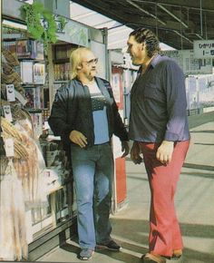 Hulk Hogan and Andre the Giant. This is how big Andre the giant is ! Because hulk hogan is big ! Watch Wrestling, Andre The Giant, Vince Mcmahon, Wrestling Superstars, Hulk Hogan, Wwe Wrestlers, Famous Wrestlers, Professional Wrestling, Guys