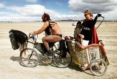 """Burning Man"" is a festival that celebrating at the place of ""Black Rock City ""It's in the desert of Nevada in United States. Burning Man Style, Burning Man Mode, Burning Man 2014, Burning Man Art, Burning Man Fashion, Nevada, Music Festival Fashion, Music Festivals, Fashion Music"
