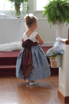 flower girl- would look pretty with a yellow bottom instead of blue :)