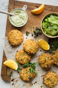 Baked fish croquettes and mayo with avocado – K for Katrine – Foods Sausage Alfredo Recipe, Chicken Carbonara Recipe, Fish Recipes, Whole Food Recipes, Cooking Recipes, Confort Food, Vegetarian Recipes, Healthy Recipes, Baked Fish