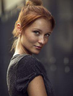 gewelmaker: by Dani Diamond freckles! Gorgeous Redhead, Beautiful Eyes, Beautiful Women, Beautiful People, Red Hair Woman, Woman Face, Dani Diamond, Freckles Girl, Ginger Girls
