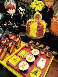Mesa do bolo festa Harry Potter! Detalhes que fazem a diferença :)