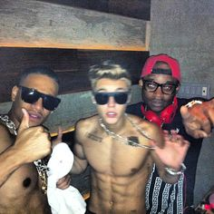 those abs.. im perfectly fine with him keeping his shirt off