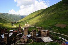 Kamienne wieże w Usghuli.