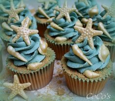 coco's sea and sand cupcake - Bruidstaart Ocean Cupcakes, Seashell Cupcakes, Mermaid Cupcakes, Beach Themed Cupcakes, Beach Themed Desserts, Beach Wedding Cupcakes, Cupcakes Design, Mini Cakes, Cupcake Cakes