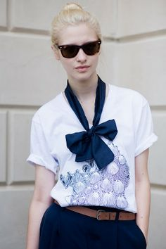 Will have to have a go at making this cute blue bow - a pair and a spare . diy fashion: DIY Scarf Neck Bow