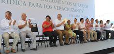 Javier Duarte agradeció a la labor coordinada del Registro Agrario Nacional (RAN), Patrimonio del Estado, Instituto Municipal de Vivienda (Inmuvi) y el Ayuntamiento de Veracruz, dependencias que hicieron posible esta muestra de justicia social.