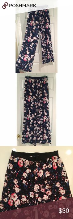 Tildon | Floral Print WidenLeg Pants (XS) A mesmerizing floral print emboldens chic wide-leg plants with fresh, exotic appeal. Comfortable, stretch waistband and light airy fabric. Excellent condition. Fits true to size. Could also fit a size Small frame. 100% rayon. Originally purchased at Nordstrom. Tildon Pants Wide Leg