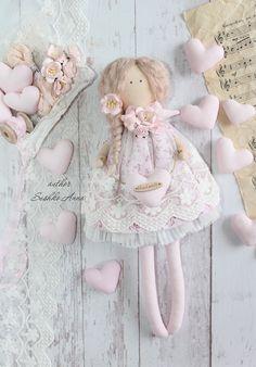 Textile, rag doll in the style of Tilda. Tilda Toy, Barbie, Felt Christmas, Fabric Dolls, Doll Patterns, Needle Felting, Handicraft, Baby Dolls, Best Gifts