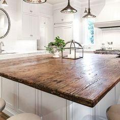 36 Amazing Kitchen Island Decoration Ideas - Page 32 of 38 Wooden Island, Wood Kitchen Island, Kitchen Tops, New Kitchen, Kitchen Islands, Kitchen Ideas, Kitchen Reno, Kitchen Island Top Ideas, Beautiful Kitchen Designs