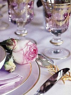 Tonight and Sunday, let's do ANA ROSA again, but this time we'll do pretty pictures of FOOD & TABLESCAPES. Table Violet, Dresser La Table, Parisian Wedding, Chic Wedding, Lavender Cottage, Beautiful Table Settings, Arte Floral, Deco Table, Decoration Table