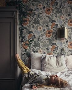 The home of bold & beautiful wallpaper in Australia. Shop over 9000 designs. Dark Green Wallpaper, Blue Floral Wallpaper, Wallpaper Decor, Blue Wallpaper Bedroom, Emoji Wallpaper, Marvel Wallpaper, Disney Wallpaper, Milk Magazine, Paintings