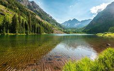 """""""Marron Bells"""" -- #wallpaper by """"Youen California"""" from http://interfacelift.com -- Les Maroon Bells (littéralement les « Cloches Bordeaux ») sont une montagne avec deux pics appelés Maroon Peak et North Maroon Peak, distants de quelque cinq-cents mètres. Elle se situe à 20 kilomètres au sud de la ville d'Aspen, dans les monts Elk, à la frontière entre les comtés de Pitkin et de Gunnison, dans l'ftat du Colorado, aux ftats-Unis. Les deux sommets font partie des fourteeners, ceux atteignant…"""