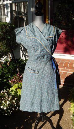 Vintage cotton print hoover apron house coat h 30s Dress, 1940s Dresses, Vintage Dresses, Vintage Outfits, 1930s Fashion, Vintage Fashion, Farmer Outfit, Aprons Vintage, Vintage Sewing