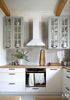 Bali Inspired Home Interior - Decoholic Kitchen Post, Kitchen Decor, Home Interior, Interior Design Kitchen, Country Interior Design, Lorena Lima, Country Kitchen Flooring, Cocinas Kitchen, Bali