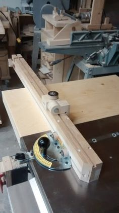 Mitre gauge upgrade for table saw