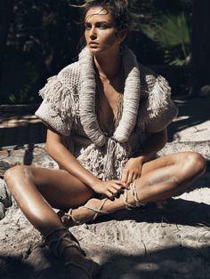 Boho Style ~ Andreea Diaconu by Lachlan Bailey for Vogue Paris May 2015 - Photographer: Lachlan Bailey Runway Fashion, Fashion Models, High Fashion, Womens Fashion, Knit Fashion, Fashion Styles, Style Fashion, Vogue Paris, Vogue Magazine