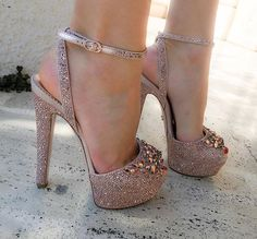 Gorgeous Heels, Beautiful Shoes, Heeled Boots, Shoe Boots, Chunky Heel Pumps, Ugly Shoes, Shoe Gallery, Online Shopping Shoes, Hot High Heels