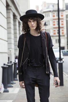 rue des mauvais garçons (Justin Gossman at LCM S/S 2016 by Claudia Rocha) 70s Fashion, Grunge Fashion, World Of Fashion, Chelsea Boots Outfit, Estilo Rock, La Mode Masculine, Stylish Mens Outfits, Model Street Style, Hollywood Walk Of Fame