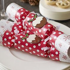 Christmas Pudding Crackers - from Lakeland Christmas Pudding, Scented Candles, Pretty Flowers, Kitchenware, Crackers, Gift Wrapping, This Or That Questions, Country Living, Creative