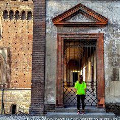 """Tell me will you stay or will you run away  stamattina il centro di Milano é stato invaso da un fiume fluo: anche quest'anno abbiamo portato a termine la nostra #DeeJayTen una corsa tra amici in una splendida giornata di sole... la bellezza della nostra città alcuni incontri """"imprevisti"""" e l'atmosfera festosa riescono quasi a far dimenticare la fatica (quasi !!! ) #RunLikeADeeJay  #Running #VisitMilano #Milan  #Italy #CityScape #landscape #IgersMilano #IgersLombardia #IgersItalia…"""