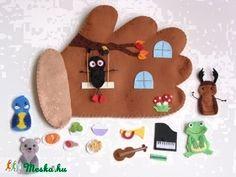 Gloves interactive tale ujjbábkészlet (immediately allowed! Felt Diy, Felt Crafts, Crafts To Make, Winter Crafts For Kids, Diy For Kids, Felt House, Felt Quiet Books, Travel Toys, Operation Christmas Child