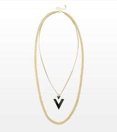 Go tribal this season with this necklace featuring a double chain and an Aztec pendant.