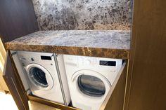 Zeer mooie oplossing voor het opstellen van de was- en droogmachine. Ontworpen door Piet Boon. In showroom Van Wanrooij Waardenburg