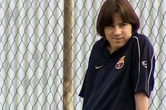 Barcelona Drops Never-Before-Seen Footage of Lionel Messi Dominating Youth Competition: His greatness was identifiable well before he became pro. Fc Barcelona, Lionel Messi Barcelona, Barcelona Soccer, Messi Childhood, Young Messi, Leonel Messi, Ronaldo Real Madrid, Youth Football, Football Players