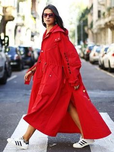 Inspirational street style look at Milan Fashion Week 2018 Best Street Style, Cool Street Fashion, Street Style Looks, Look Fashion, High Fashion, Autumn Fashion, Fashion Design, Red Fashion Outfits, Milan Fashion