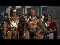 Charlton Heston and Yul Brynner in The Ten Commandments 1956 Yul Brynner, Moses Movie, Classic Hollywood, Old Hollywood, Hollywood Stars, The 10 Commandments Movie, Charleton Heston, Prince Of Egypt, Egyptian Costume