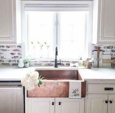 Cool 50 Best Farmhouse Kitchen Sink Remodel Ideas https://bellezaroom.com/2018/03/05/50-best-farmhouse-kitchen-sink-remodel-ideas/