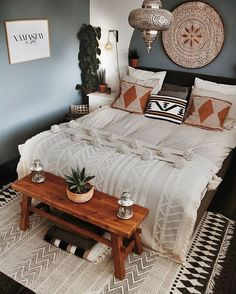 Crisp and brilliant this boho idea will make you feel upbeat each time you are home. The grey dividers with white exclusive bed covering make certain comfort and grace in your bedroom at the same time Bohemian Bedroom Decor, Boho Room, Bohemian Bedding, Southwestern Bedroom Decor, Hippie House Decor, Vintage Bedroom Decor, Boho Decor, Home Bedroom, Modern Bedroom