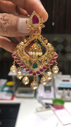 Gold Jhumka Earrings, Indian Jewelry Earrings, Jewelry Design Earrings, Gold Earrings Designs, Gold Jewelry, Gold Necklace, Jewellery, Traditional Earrings, Studs