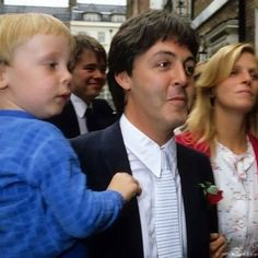 Paul & Linda McCartney & their son James at Rags Club Mayfair for Ringo Starr and Barbara Bach Wedding Reception April 1981 James Mccartney, Mary Mccartney, Paul And Linda Mccartney, Fabulous Four, Sir Paul, She Loves You, Ringo Starr, I Fall In Love, Professional Photographer