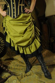 How to make a Victorian flounced Petticoat, with instructions for a Steampunk variation.