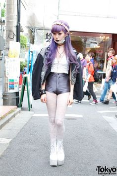 tokyo-fashion: Super-awesome Juria from AvantGarde Harajuku wearing Tokyo Bopper, American Apparel & Choco Moo tights. Japon Street Fashion, Japanese Street Fashion, Tokyo Fashion, Harajuku Fashion, Kawaii Fashion, Lolita Fashion, Look Fashion, Girl Fashion, Fashion Outfits