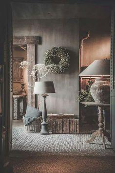 Rustic country interior - neutral hallway.