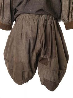 Breeches (ensemble), shirt and breeches, called slops, as worn by sailors from the late 16th through to the 18th centuries. 1600-1700.