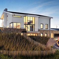 Villa The Beachhouse Family in Bergen aan Zee huren bij Aan Zee Bergen, Places To Travel, Places To Go, Next Holiday, Am Meer, Future House, Bungalow, Netherlands, Beautiful Homes