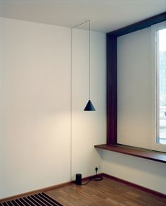 Michael Anastassiades has created the Minimal String lights for Flos. The original suspension looks like a thin black line drawn by a pencil in the air Hanging Light Fixtures, Pendant Light Fixtures, Hanging Lights, String Lights, Fairy Lights, Interior Lighting, Home Lighting, Lighting Design, Interior Architecture