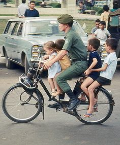 Le Vietnam, Saigon Vietnam, South Vietnam, Foto Picture, Vietnam War Photos, Kids Bicycle, Cargo Bike, Red Army, American War