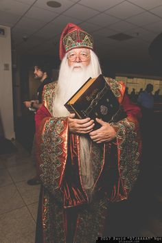Dumbledore (Harry Potter) #cosplay at Dragon Con 2017. Photo by #DTJAAAAM