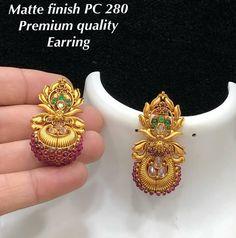 Jhumka Ohrringe Jhumki Jumka Bestellen Sie Watsap Us unter 8179399644 V # …. Gold Jhumka Earrings, Gold Earrings Designs, Indian Earrings, Gold Jewellery Design, Small Earrings, Cute Earrings, Marriage Jewellery, Ear Jewelry, Gold Jewelry