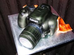3D Camera Cake by RDPJCakes, via Flickr